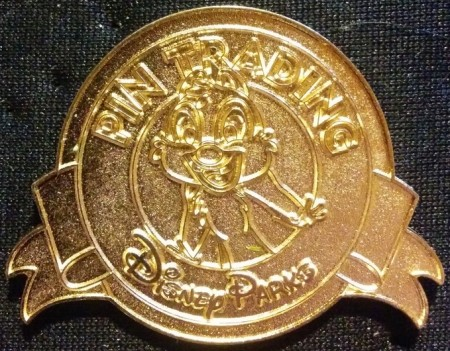 MICKEY- Parks Keep on Trading Limited Release DISNEY PIN 2011